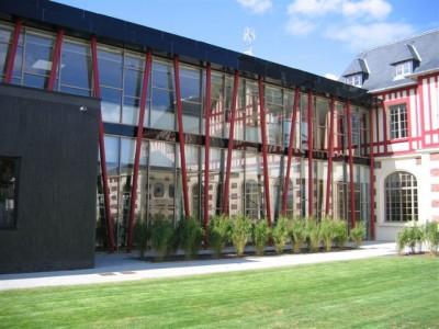 Artothèque de l'Aisne accueillie à la médiathèque de Tergnier.